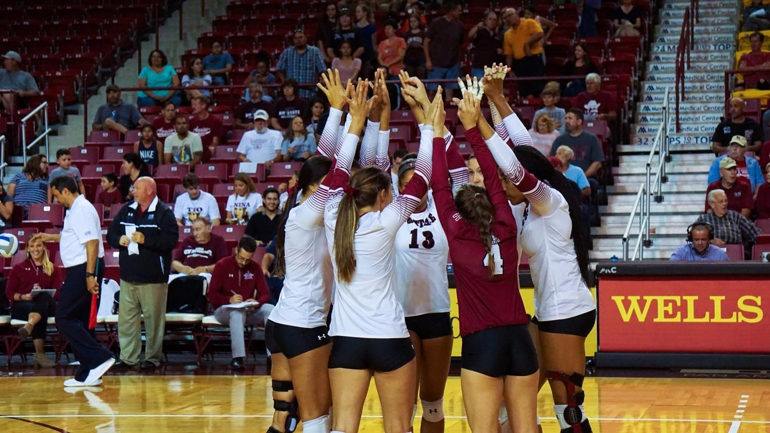 NMSU+Volleyball+during+their+game+against+North+Dakota+on+Thursday+in+the+Pan+American+Center.+The+Aggies+would+drop+the+match%2C+3-2.+