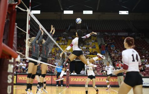 Aggie Volleyball Team Defeats UNLV to close out Springhill Suites Invite