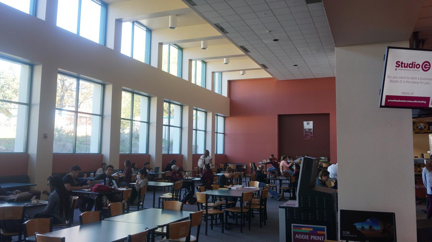 The Corbett Center filled with students.