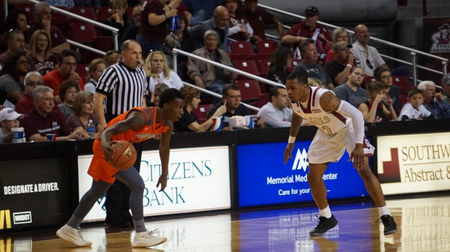 NMSU%27s+AJ+Harris+locks+in+on+defense+against+UTRGV%27s+guard.+The+Aggies+got+their+20th+win+Saturday+afternoon%2C+a+final+score+of+90-67.