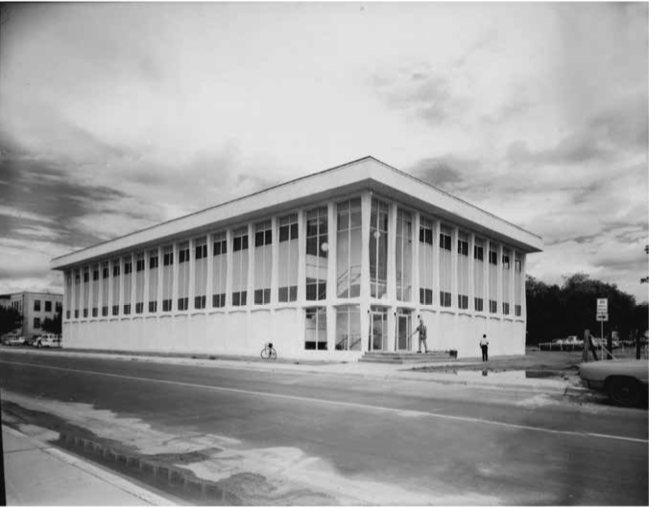 Photo+of+the+newly+completed+Walden+Hall+circa+1967-1968.+Photo+courtesy+of+University+Archives.