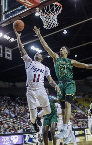 Hot shooting from three helps Aggies blow out Chicago State