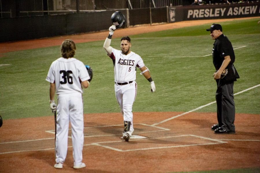 The+Aggies+score+eight+runs+from+the+bottom+of+the+fifth+inning+on+to+come+back+against+Delaware.