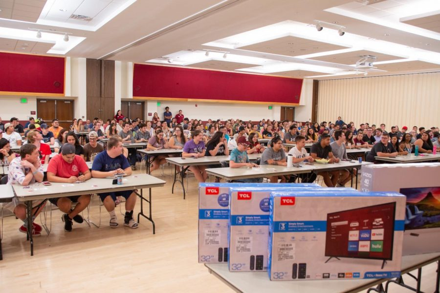 A+packed+room+of+students+compete+during+RHA+Big+Prize+Bingo.