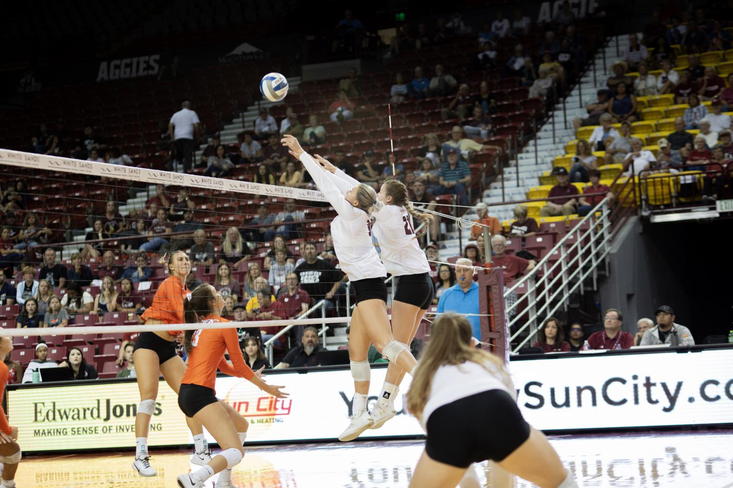 New Mexico State improves to a perfect 5-0 in the WAC in their four-set win over CSU Bakersfield.