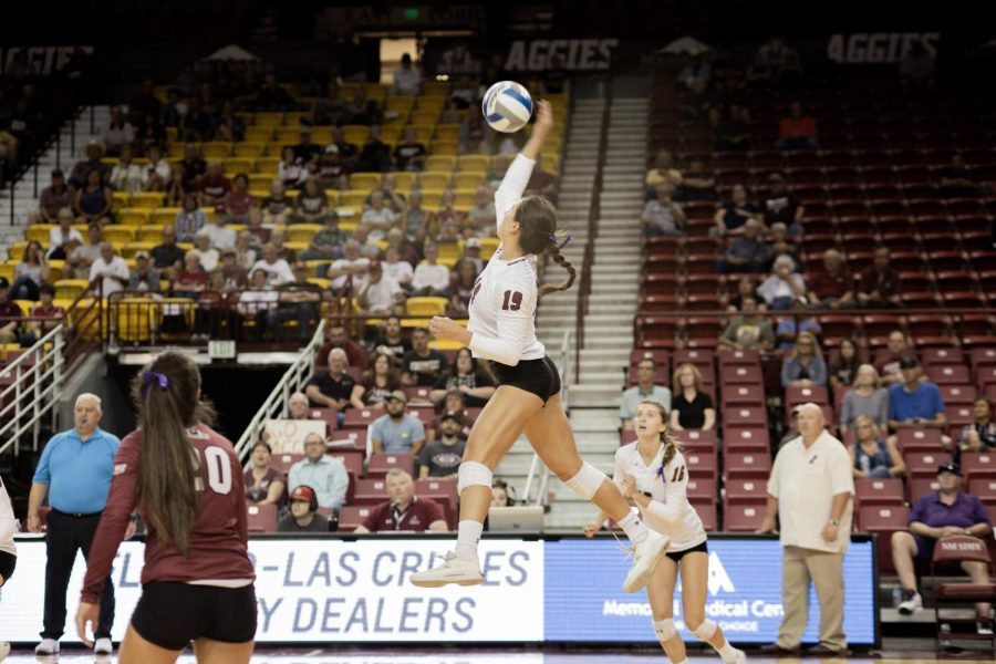 The+Aggies+drop+their+first+sets+of+the+season%2C+but+manage+to+keep+their+perfect+record+alive+in+a+five-set+victory+over+UTEP.