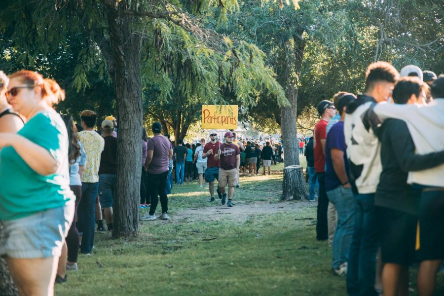 The line to check in for the 15th annual Keep State Great event snakes through Preciado Park, Saturday Sept. 28.