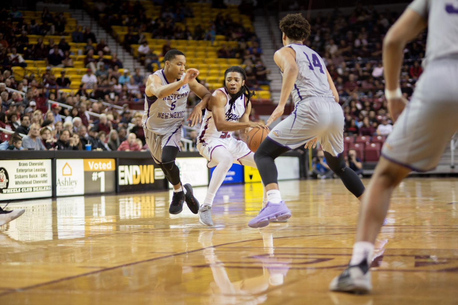 Shawn Williams drives to the basket in his first start at New Mexico State.
