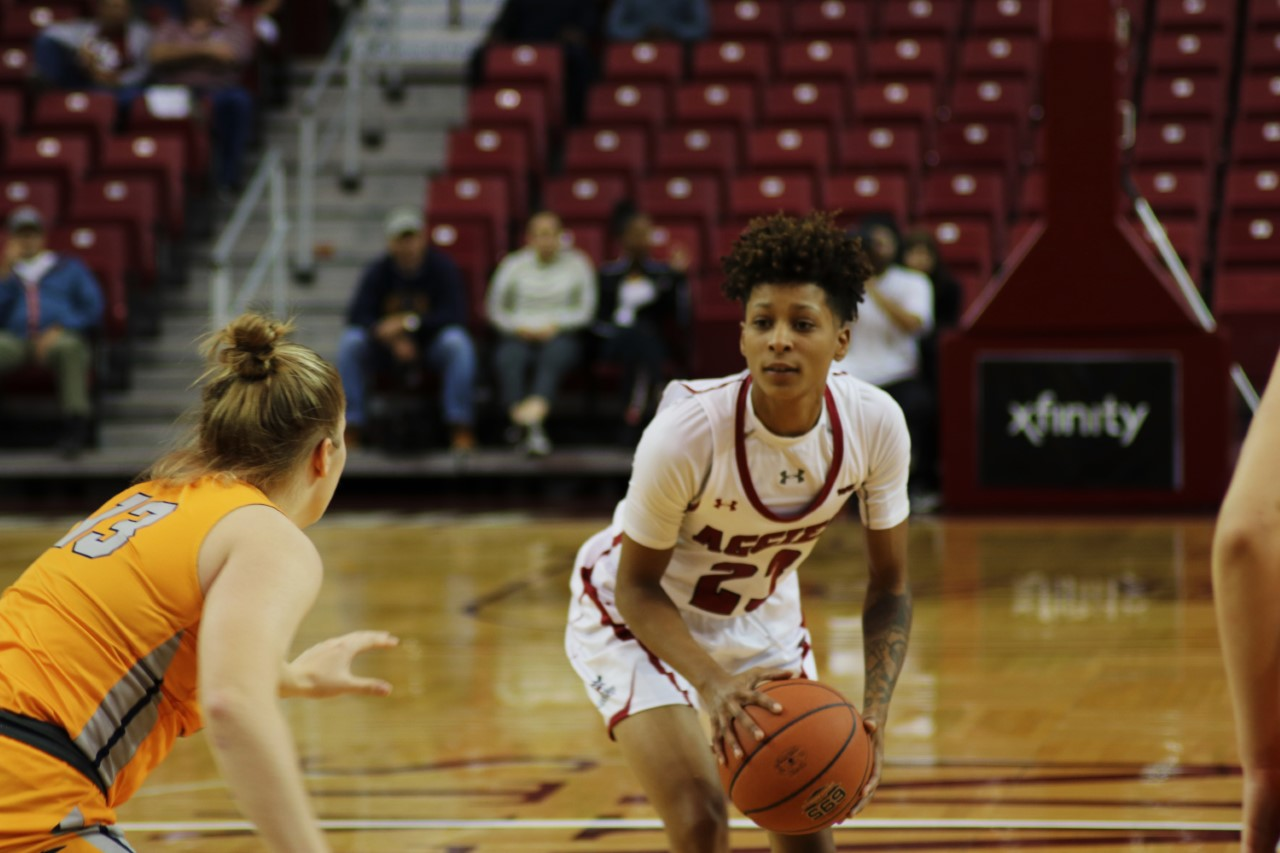 Aaliyah Prince drops 22 points in Wednesday night's loss to UTEP.