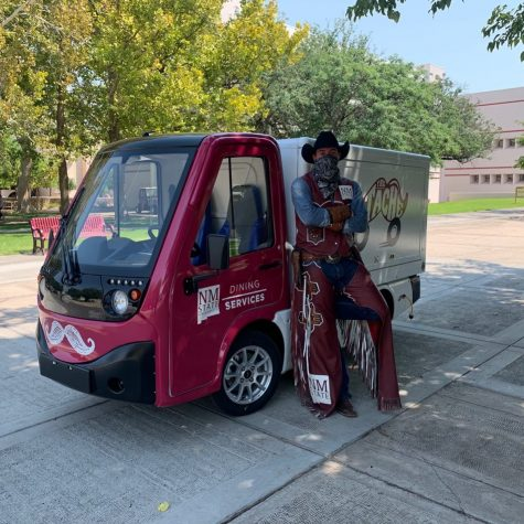 Pistol Pete stands in front of new food truck at NMSU. (Image Courtesy of NMSU Dining)