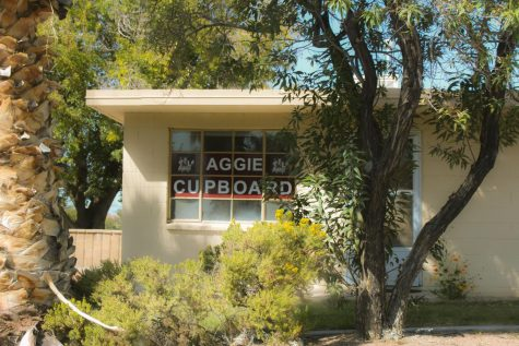 "Students drop off donations at Aggie Cupboard for ""I-25 Food Drive"""