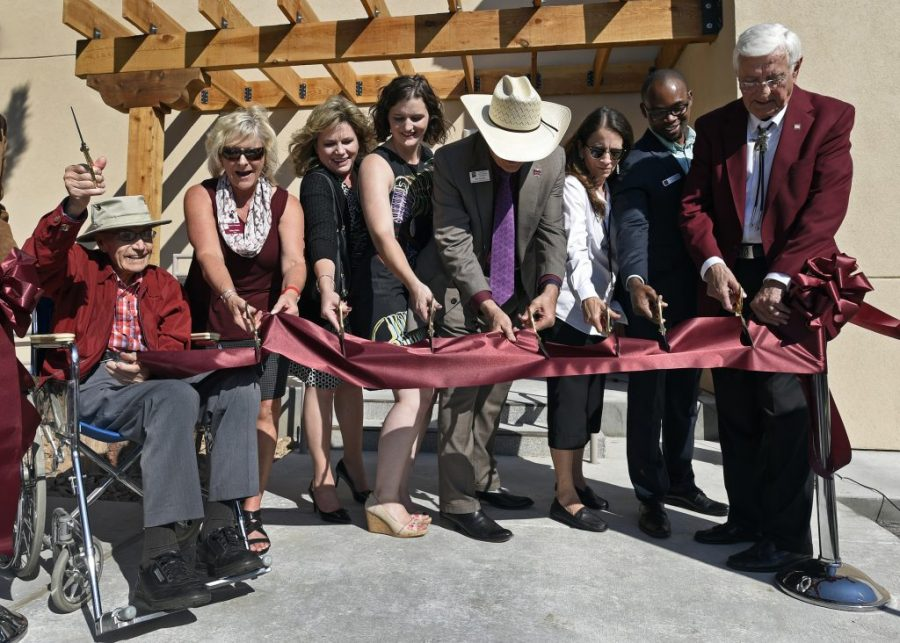 10%2F26%2F2017%3A+Herb+Zuhl%2C+far+left%2C+and+New+Mexico+State+University+Chancellor+Garrey+Carruthers%2C+far+right%2C+lead+the+ribbon+cutting+ceremony+during+the+reopening+of+Zuhl+Museum+which+was+recently+renovated+and+expanded.+%28NMSU+photo+by+Andres+Leighton%29