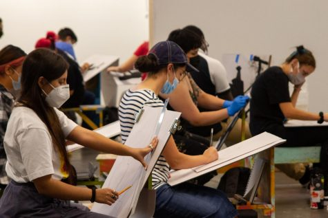 NMSU students returning to in-person classes on campus, while following mask policy.
