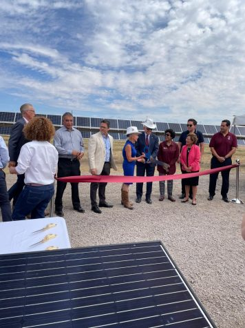 Chancellor Arvizu and El Paso Electric President and CEO Kelly Tomblin cut the ribbon